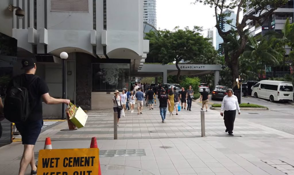 Klimt Cairnhill Located at Orchard Road by Low Keng Huat